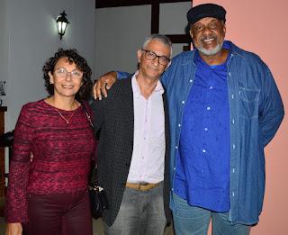 Márcio de Paula, sec. de Cultura, (ao centro), com Luís Cláudio de Oliveira, sec. de Cultura de Guapi, e esposa