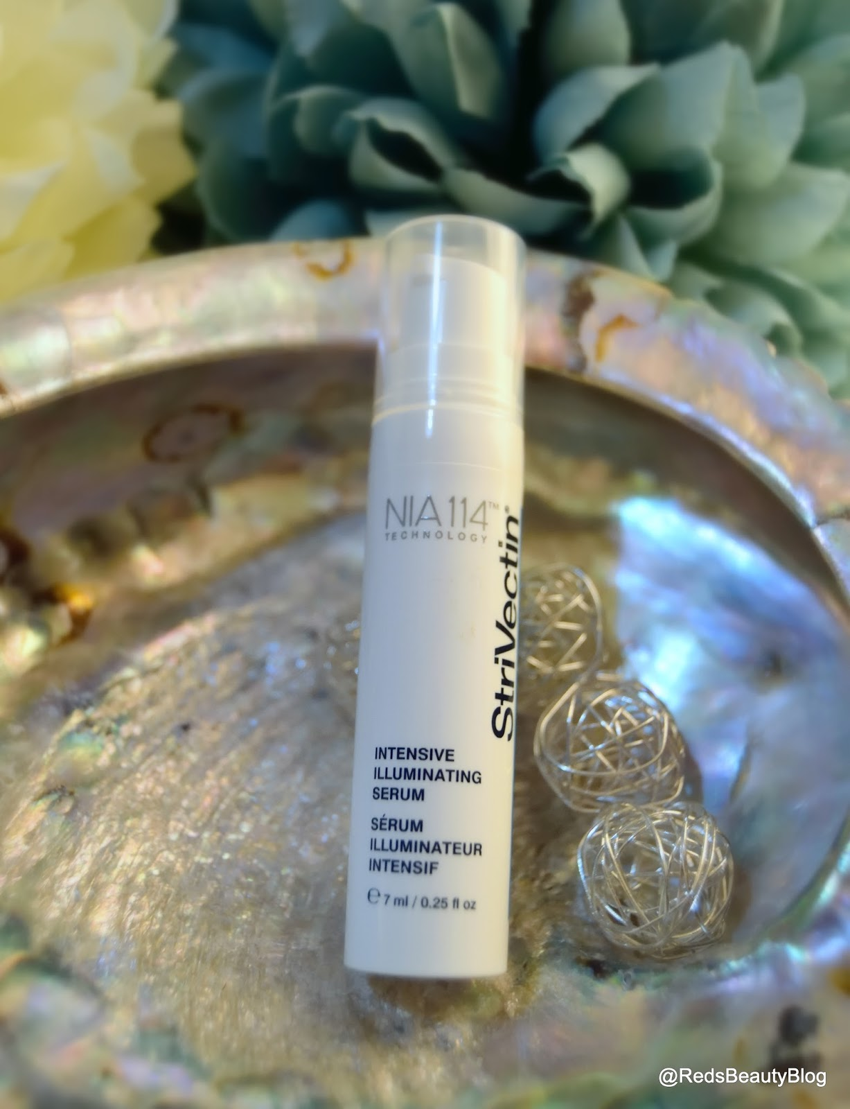 a picture of Strivectin Illuminating Serum