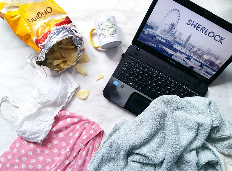 Laptop netflix sherlock sabritas bralette cute blog