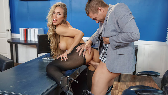 Big Tits At Work – Nicole Aniston Summertime And The Livin Is Sleazy