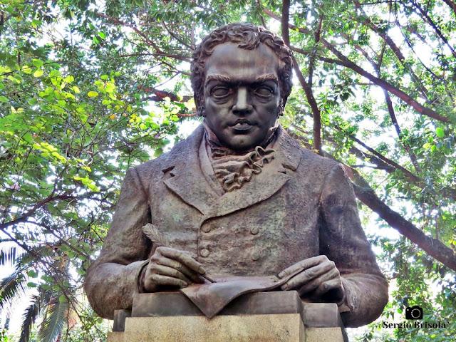 Close-up da Escultura Dom Bernardino Rivadávia - Higienópolis - São Paulo