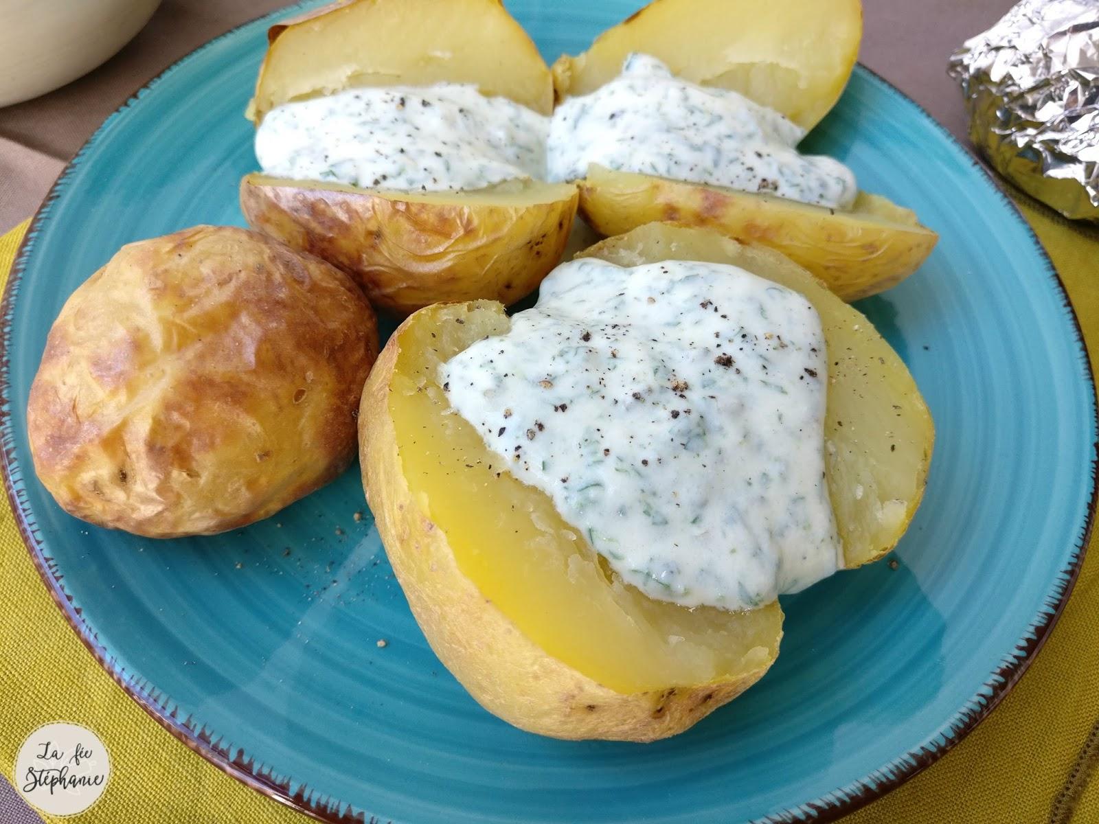 Pommes de terre en robe des champs et sauce blanche aux - Pomme de terre en robe de chambre au four ...