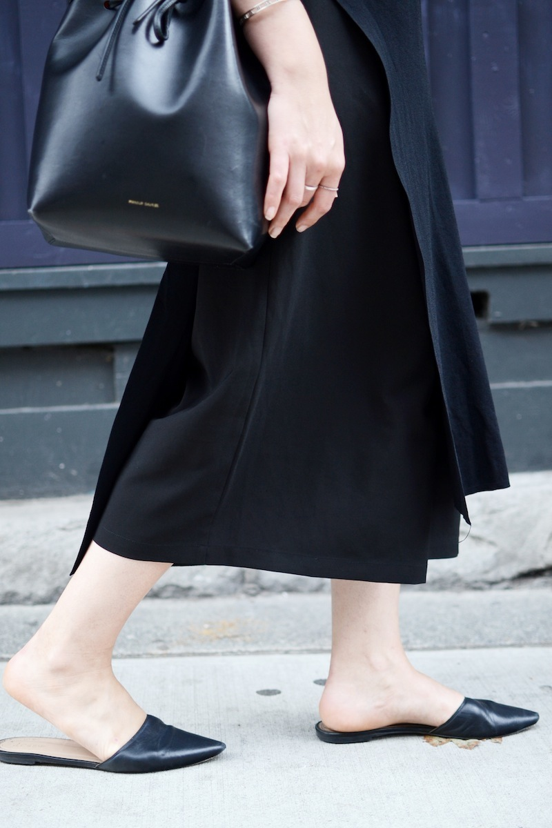 Le Chateau long tunic top Le Chateau made in Canada culottes leather mules Mansur gavriel bucket bag Vancouver fashion blogger