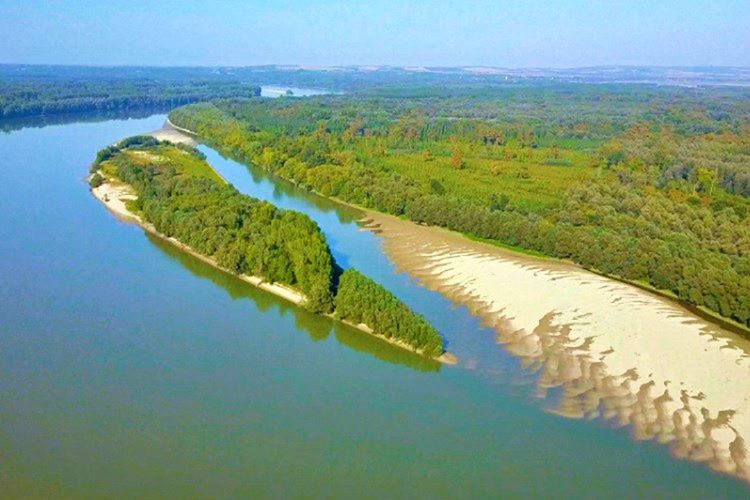 Liberland, Hırvatistan ve Sırbistan arasında yer alan 7 kilometrelik sahipsiz bir topraktır.