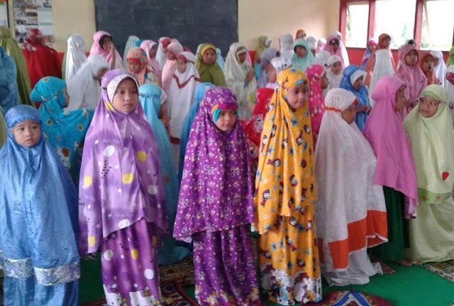 Pesantren Kilat, Siswa MI Muhammadiyah 3 Wonoasri Praktek Sholat Idul fitri yang benar