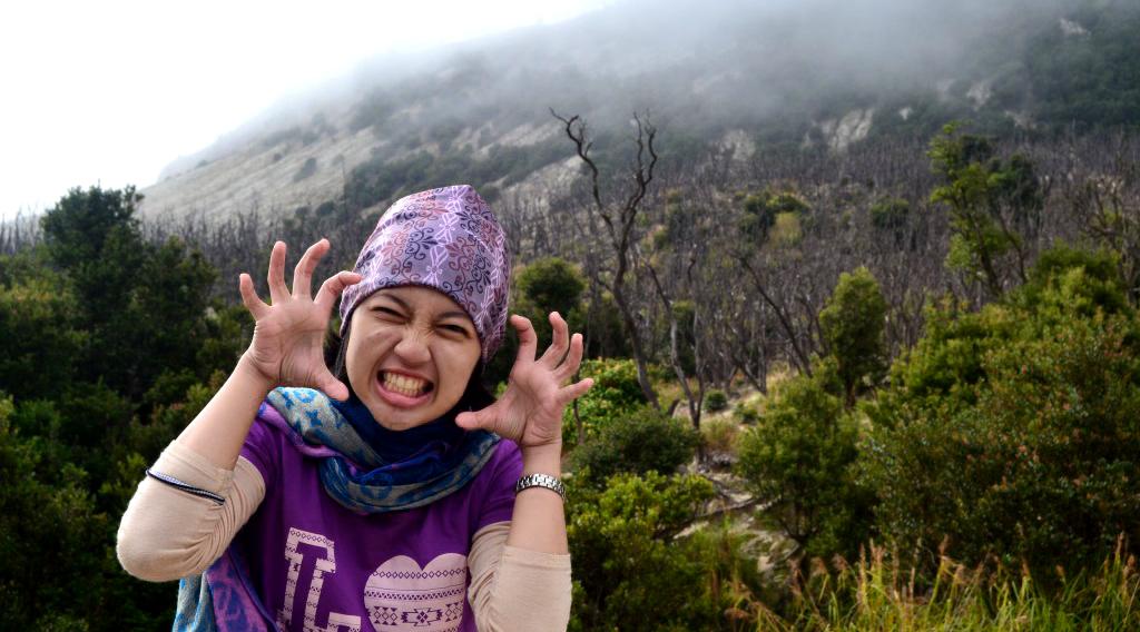 wanita ini cantik dan manis Gunung Papandayan (2.665 mdpl) - Jawa Barat