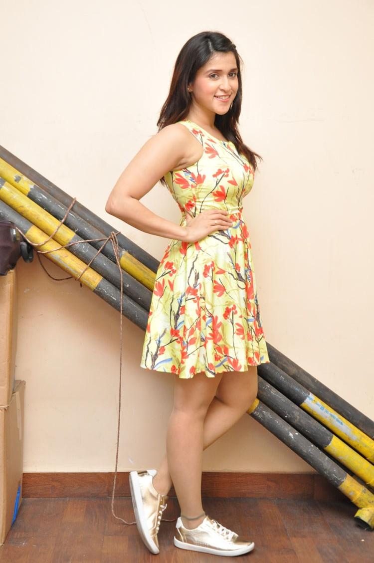 Jakkanna fame Mannara Chopra photos gallery-HQ-Photo-6