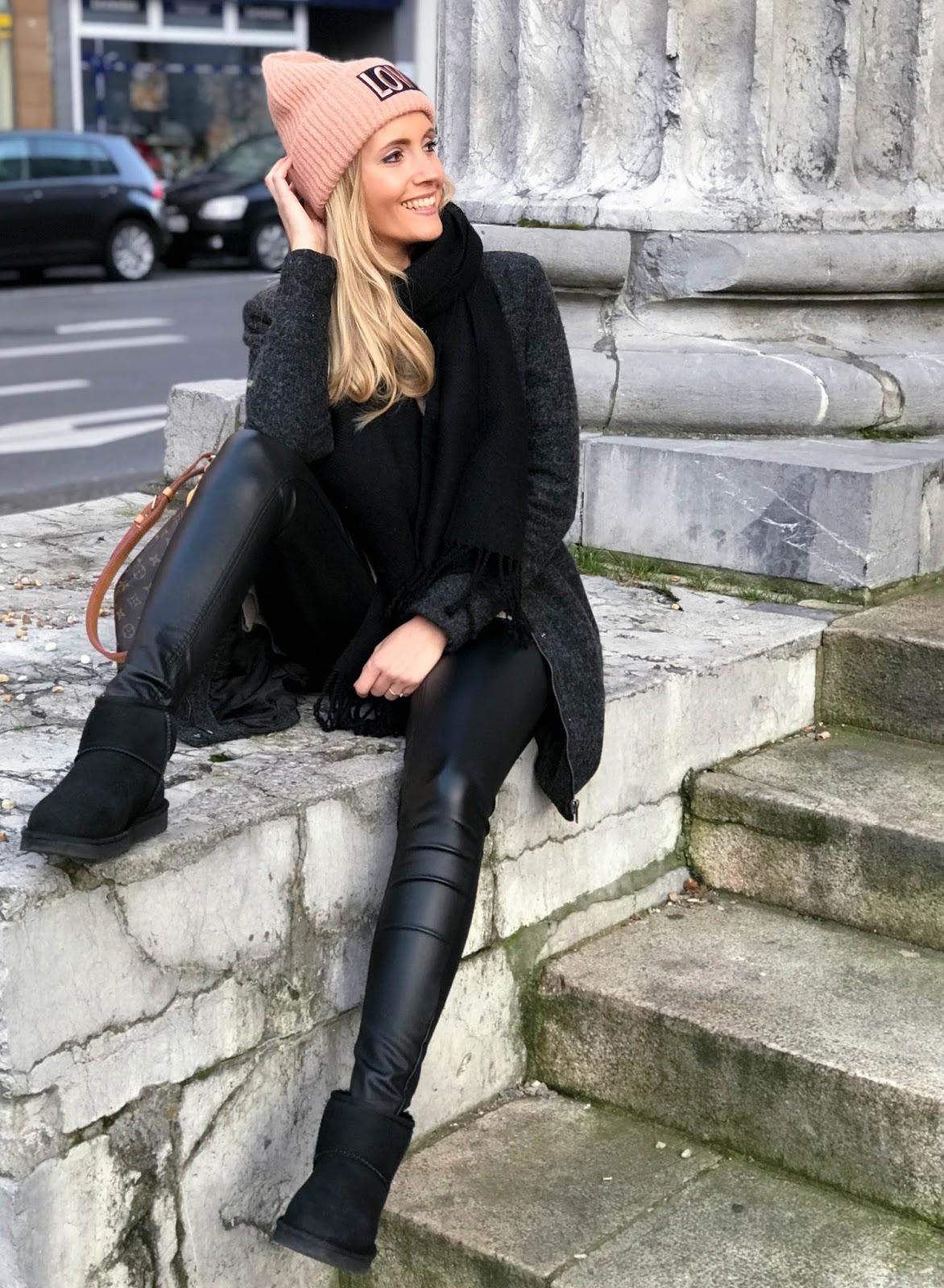 outfit cosy winter mit oversized pullover lederleggings boots victoria 39 s little secrets. Black Bedroom Furniture Sets. Home Design Ideas