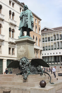 Luigi Borro's bronze statue of Manin and the winged lion is in Campo Manin