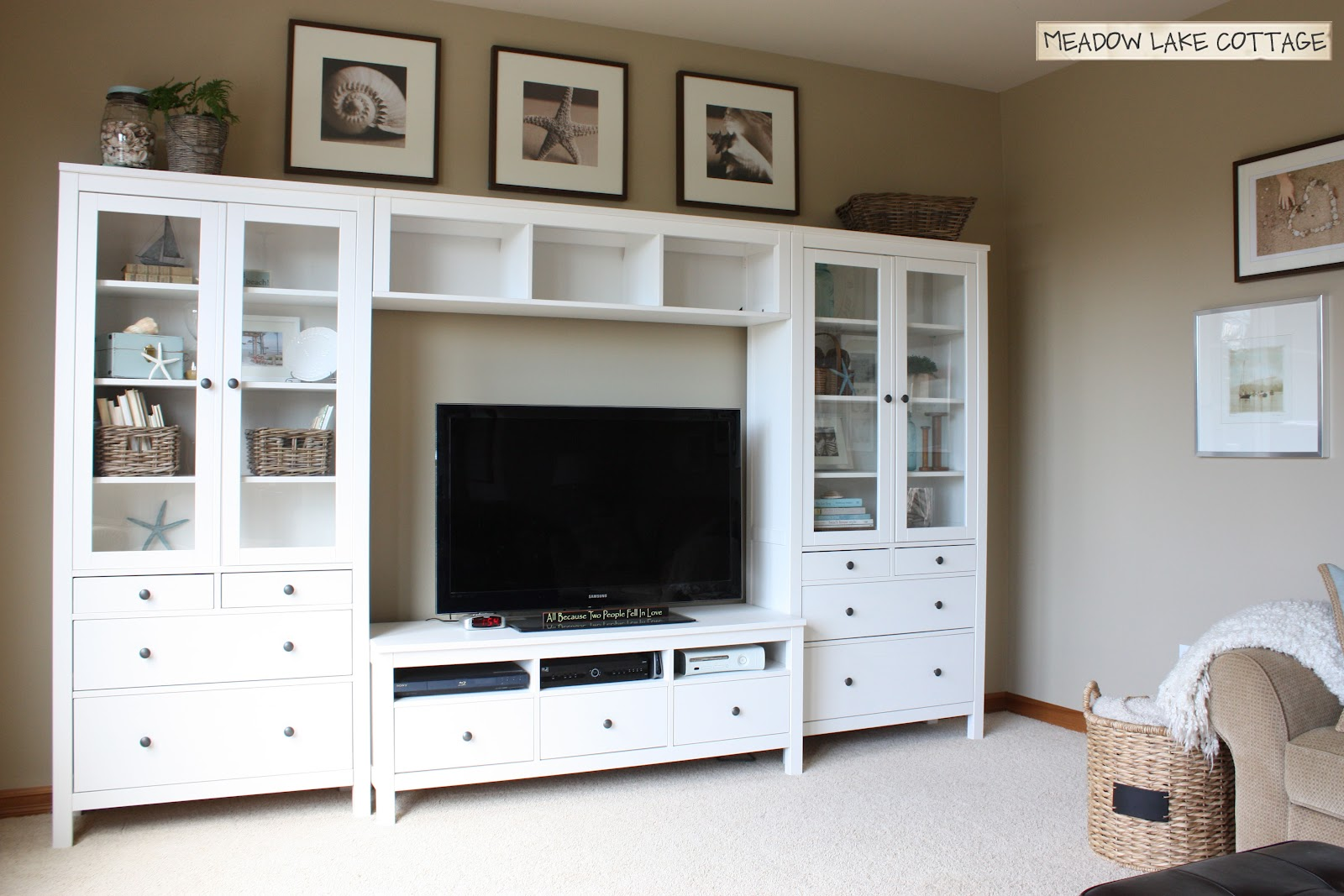 The flat screen tv on wall decorating ideas for s for Flat furnishing ideas