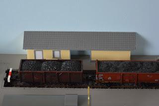 Güterschuppen aus Architekturkarton - Bauzustand