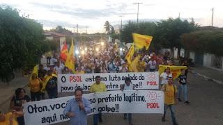 Manifestantes realizam protesto contra Impeachment do Prefeito de Jaçanã, RN