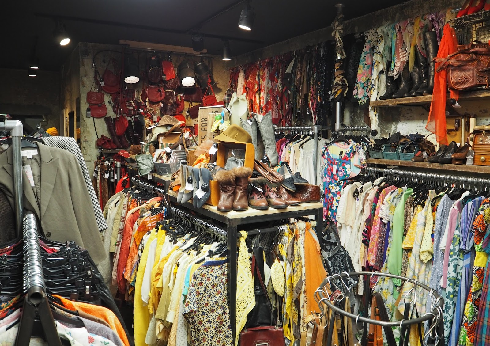 The best vintage shopping in Berlin Pick N Weight vintage kilo shop