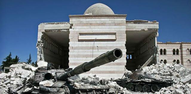 O fenômeno da proliferação das notícias falsas alcançou um novo pico na semana passada, com a retomada da metade leste de Aleppo pelo exército sírio, quatro anos após ser ocupada por grupos opositores. Dias antes, mas, sobretudo, após o anúncio do controle total da cidade pelo governo, uma avalanche de notícias dramáticas ganhou com força as redes.  A maioria dava conta de que os soldados leais ao líder sírio, Bashar Al-Assad, estariam assassinando civis a esmo e exercendo tamanho pavor entre as mulheres que algumas escolheram se matar em vez de serem capturadas. Crianças em orfanatos imploravam por ajuda, enquanto habitantes de Aleppo emitiam suas