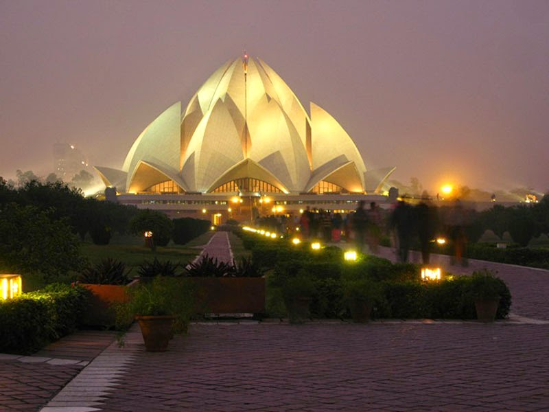 4. Lotus Temple (Delhi, India) - Top 13 World's Strangest Buildings