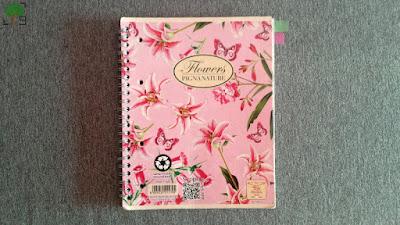 różowe kwiaty, zeszyt, planowanie, organizacja, bujo, szare tło