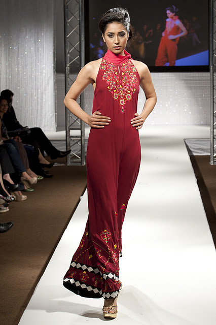 Model Harstely Pakistani Fashion Designer Akif Mahmood Latest Collection At Pakistan Fashion Week Uk 2011