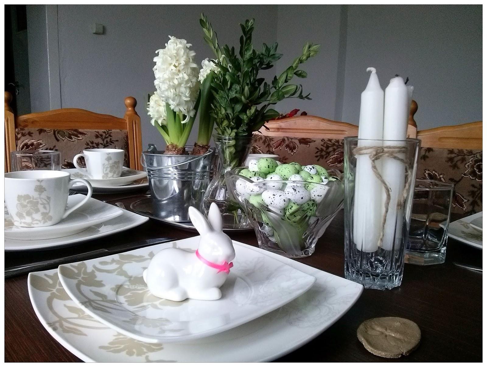 Gniazdowanie: stół świąteczny