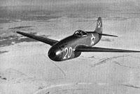 Uno Yak-15 Feather in volo. Identificativo 20.