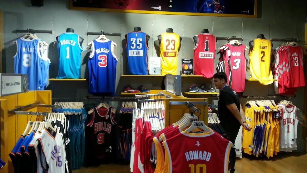 1c493c5abe Stephen Curry segue liderando ranking das camisas mais vendidas na ...