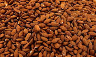 8 Foods That Ensures Your Hair Grow Faster, almonds