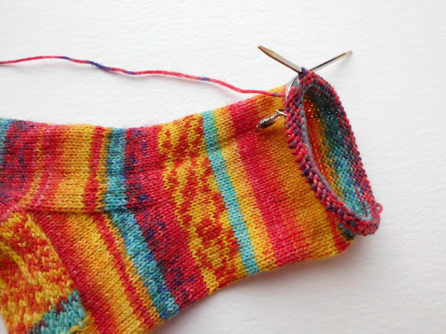 Beginner sock knitting: Sockalong - foot on short circular needles