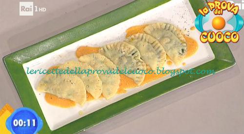 Mezzelune alla porchetta e cicoria su crema di zucca ricetta Scarpa da Prova del Cuoco