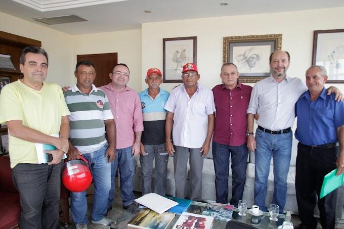 Prefeito Ivo Gomes recebe representantes do Fórum dos Assentados de Sobral e da Sociedade de Apoio às Famílias Sobralenses (SAFS)