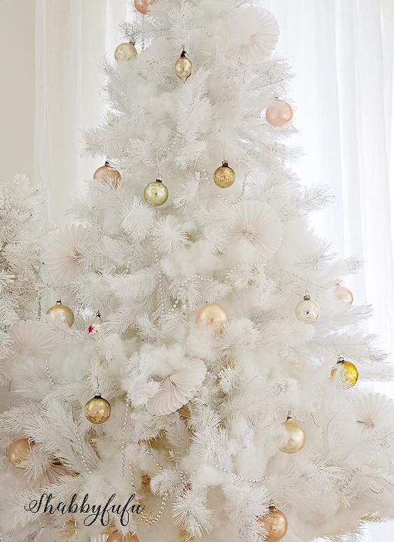 beautiful-shabby-chic-white-christmas-tree