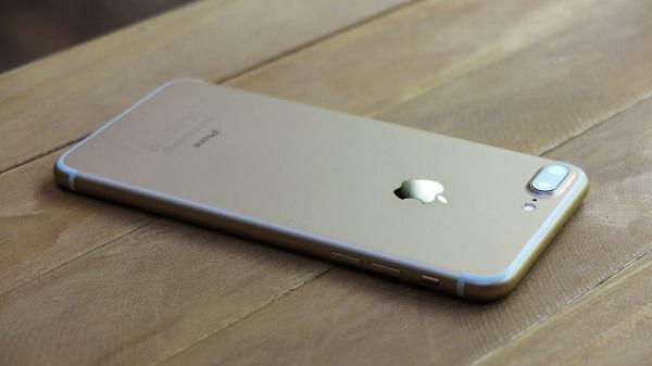 Apple meneruskan tradisi yang sudah mereka jalani semenjak  Info Harga iPhone 7 Plus Dan Review Lengkapnya
