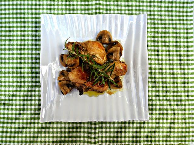 pollo-cazuela-champiñones-plato