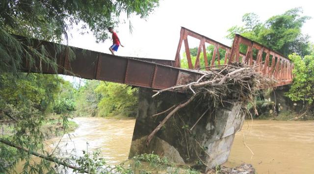 Warga Aceh Timur Desak Pemerintah Perbaiki Jembatan