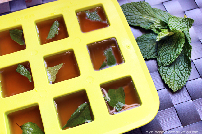 iced tea ice cubes, mint leaves, ice cubes, custom ice cubes