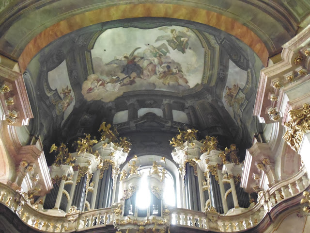 Órgano de la Iglesia de San Nicolás en Barrio de Malá Strana (Praga) (@mibaulviajero)