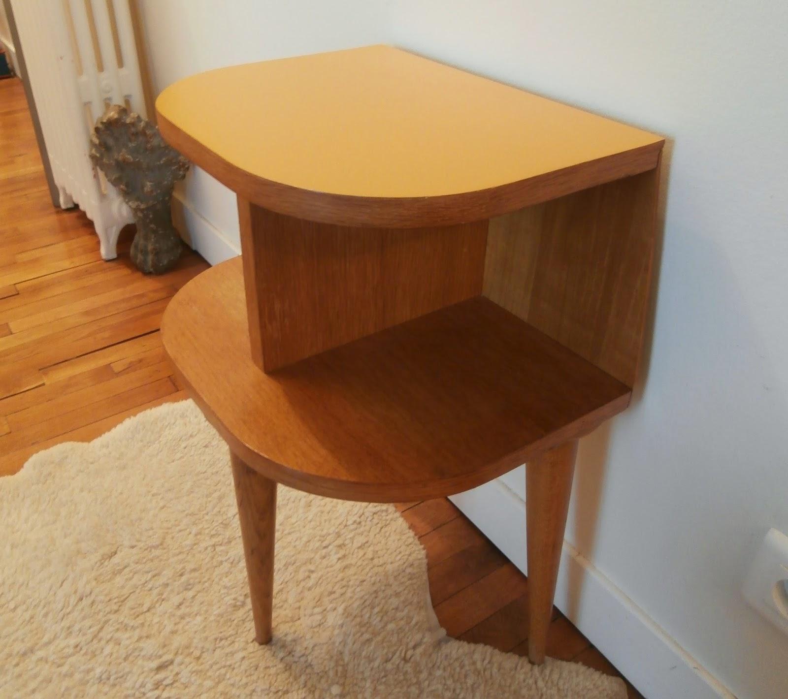 dur e de vie ind termin e table de chevet tripode ann es. Black Bedroom Furniture Sets. Home Design Ideas