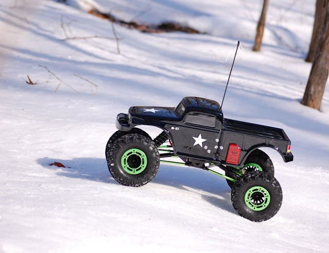 Axial AX10 snow rock crawling