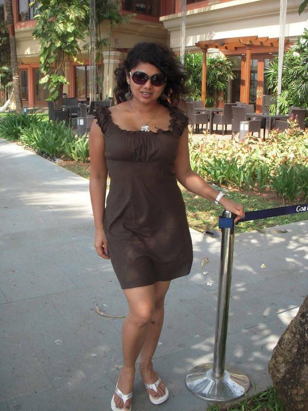 Swathi Varma Telugu Mallu Aunty Hot Stills Photogallery