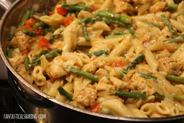 Creamy Chicken and Asparagus Pasta #recipe #pasta #chicken #asparagus #maindish