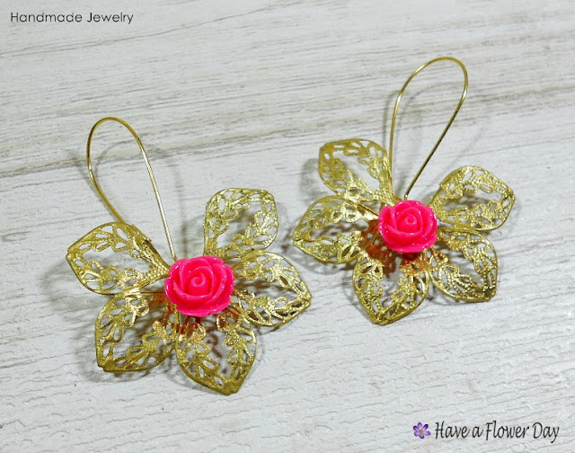 HIDRA. Pendientes con filigrana y flores · Earrings with filigree and flowers
