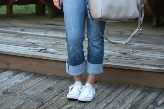 converse sneakers, white converse, summer white converse, ways to wear converse