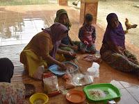 Pelatihan Pembuatan Produk Kacang Kribo Bersama Warga Muarah