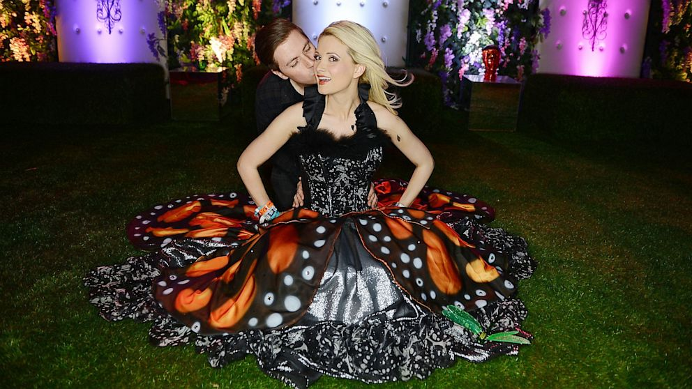 Holly Madison Wedding.Crazy Days And Nights Holly Madison Delays Her Wedding