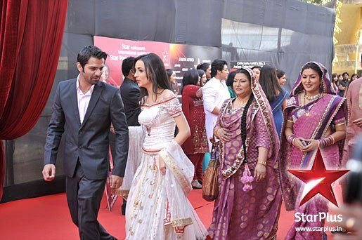 Entertainment Hub: Star Parivaar Awards 2012 Pictures And