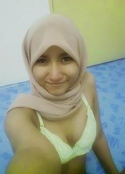Nikmat Ngentot Si Jilbab Perawan