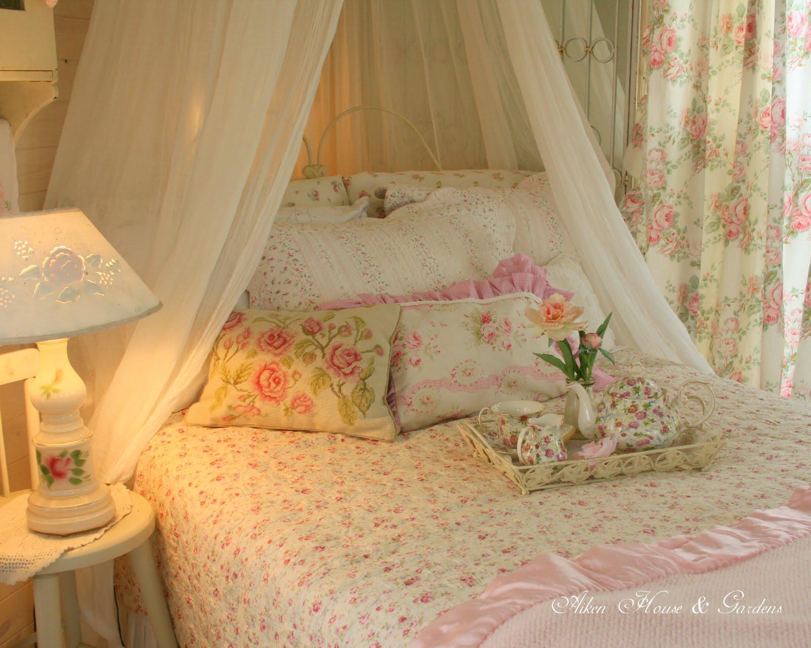 aiken house gardens sunday morning breakfast in bed. Black Bedroom Furniture Sets. Home Design Ideas