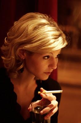https://2.bp.blogspot.com/-4U12Hqn9Hlk/TZBc6zyg9RI/AAAAAAAABGI/9Y0UeM_on-o/s400/business-lady-smoking.jpg