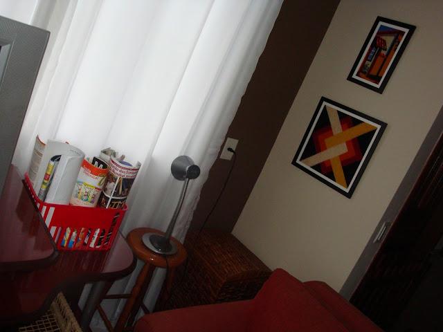 Revisteiro sustentável e quadros de tapeçaria