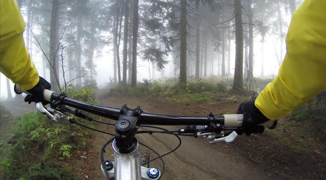 Tips Bersepeda ke Gunung Agar Lebih Aman