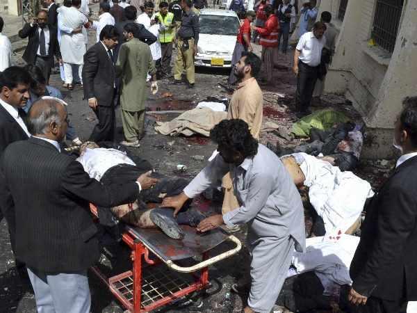 मतदान के दिन पाकिस्तान में विस्फोट, २८ की मौत