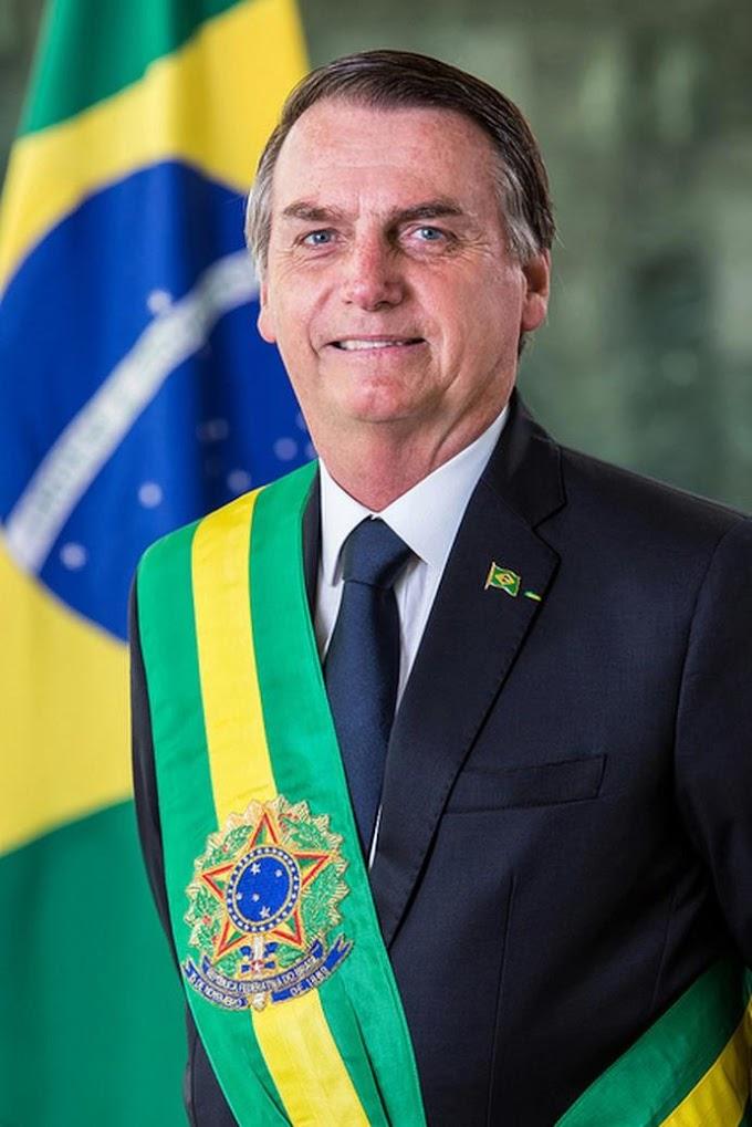 JOAQUIM SILVA E LUNA: Bolsonaro participa da posse do novo diretor-geral brasileiro da Itaipu Binacional em Foz do Iguaçu.